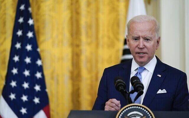 الرئيس الأمريكي جو بايدن يتحدث خلال مؤتمر صحفي مشترك مع رئيس كوريا الجنوبية مون جاي إن، في الغرفة الشرقية بالبيت الأبيض، 21 مايو، 2021، في واشنطن.  (AP Photo/Alex Brandon)