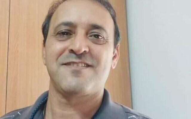 غال يهوشوع  (56 عاما)، بعد أن أصيب في رأسه بحجر  عندما كان متوجها في سيارته إلى منزله في اللد. (Courtesy)