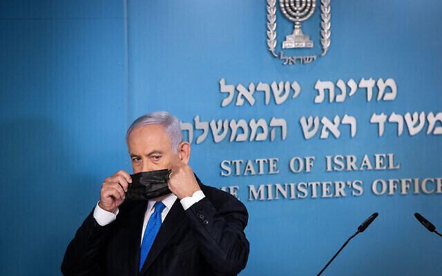 رئيس الوزراء بنيامين نتنياهو يعقد مؤتمرا صحفيا في مكتب رئيس الوزراء في القدس، 20 أبريل، 2021. (Yonatan Sindel / Flash90)