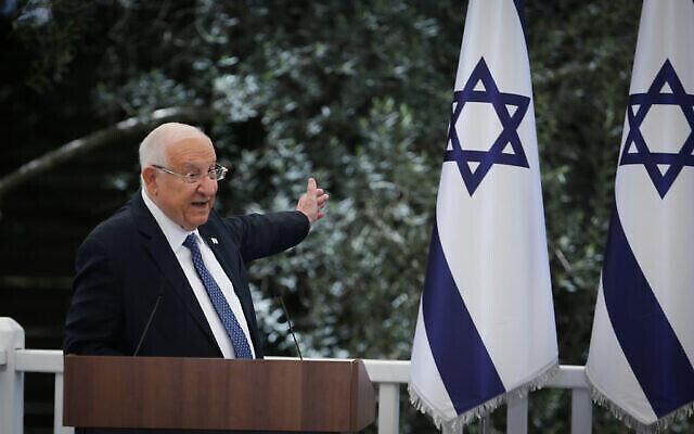 الرئيس رؤوفين ريفلين في حدث للجنود البارزين كجزء من احتفالات إسرائيل بعيد الاستقلال 73 ، في مقر رؤساء إسرائيل في القدس، 15 أبريل، 2021.(Flash90)