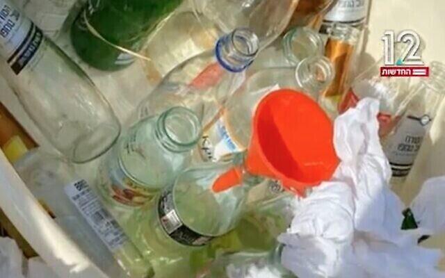 يبدو أن الزجاجات معدة للاستخدام كزجاجات حارقة من قبل متطرفين يهود يمينيين لشن هجوم على عمال فلسطينيين بالقرب من العفولة، مايو 2021. (Screenshot: Channel 12 news)