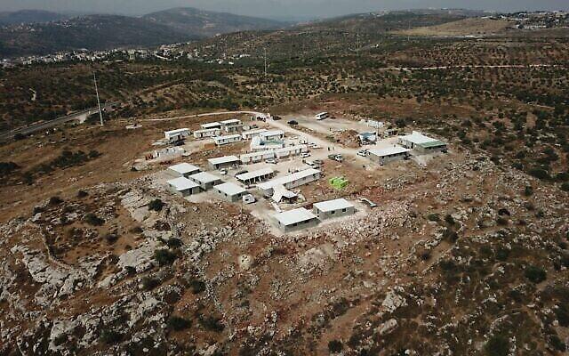 """بؤرة إيفياتار الاستيطانية غير القانونية في شمال الضفة الغربية ، 25 مايو 2021. (""""Evyatar - new town in Samaria"""" / Facebook)"""