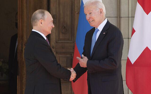 الرئس الامريكي جو بايدن يلتقي بالرئيس الروسي فلادمير بوتين في جينيف، سويسرا  16 يونيو 2021  (Saul Loeb/Pool via AP)