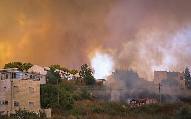 حريق كبير اندلع بالقرب من نيفي إيلان، خارج القدس، 9 يونيو، 2021. (Yonatan Sindel / Flash90)