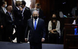 بنيامين نتنياهو خلال أداء اليمين للحكومة الإسرائيلية الجديدة، في الكنيست بالقدس، 13 يونيو، 2021. (Olivier Fitoussi / FLASH90)