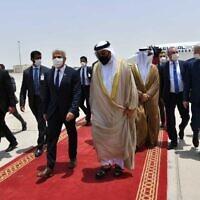 وزير الخارجية يائير لابيد والوزير  الإماراتي أحمد الصايغ في مطار أبو ظبي ، الإمارات العربية المتحدة ، 29 يونيو 2021  Shlomi Amsalem/GPO