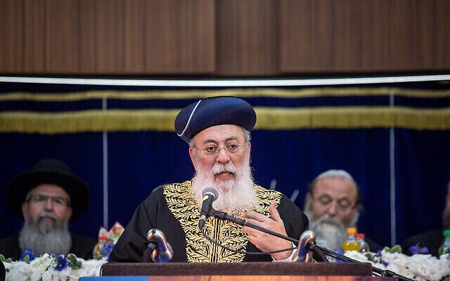 """الحاخام الأكبر لمدينة القدس شلومو عمار يتحدث خلال الاحتفالات بـ """"يوم أورشليم القدس"""" في القدس، 2 يونيو، 2019. (Aharon Krohn / Flash90)"""