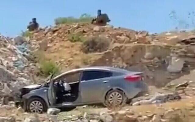 مكان هجوم دهس وطعن فلسطيني مزعوم بالقرب من بلدة حزمة في الضفة الغربية، 16 يونيو، 2021. (Screenshot: Twitter)