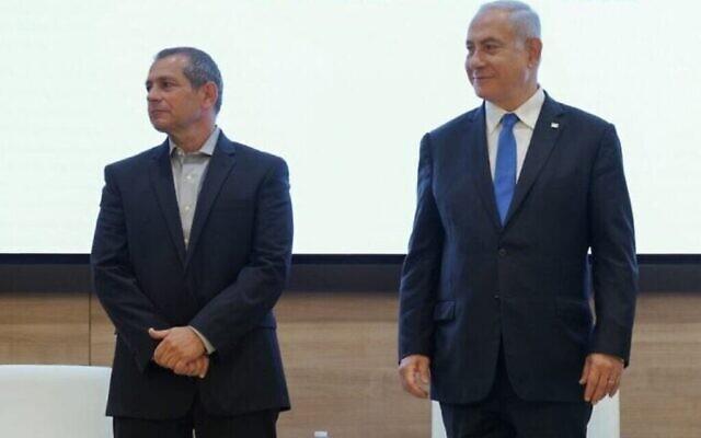 رئيس الشاباك نداف أرغمان (على يسار الصورة) ورئيس الوزراء بنيامين نتنياهو، 11 أبريل، 2021. (Courtesy)