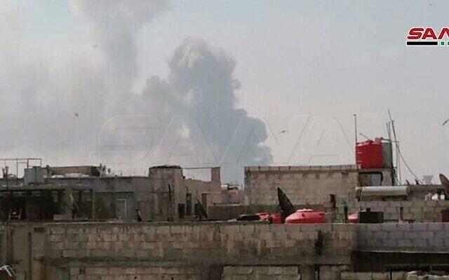 انفجار في اعقاب هجوم اسرائيلي مزعوم على مخبأ اسلحة تابع لحزب الله بالقرب من حمص وسط سوريا، 1 مايو، 2020. (Syrian state media SANA)