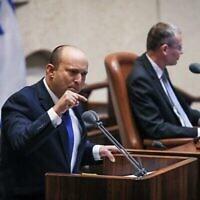 رئيس الوزراء المكلف نفتالي بينيت يخاطب الكنيست ، 13 يونيو، 2021. (Noam Moskowitz/Knesset)