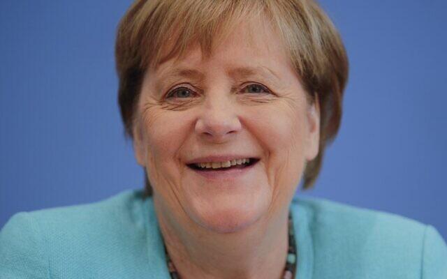 تعقد المستشارة الألمانية أنجيلا ميركل مؤتمرها الصحفي الصيفي السنوي حول الموضوعات الوطنية والدولية في مقر مؤتمر الصحافة الفيدرالية، 22 يوليو، 2021، في برلين.  (  HANNIBAL HANSCHKE / POOL / AFP)