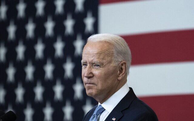 """الرئيس الأمريكي جو بايدن يتحدث عن حقوق التصويت في """"مركز الدستور الوطني""""، 13 يوليو، 2021 في فيلادلفيا ، بنسلفانيا. (Drew Angerer / GETTY IMAGES NORTH AMERICA / Getty Images via AFP)"""