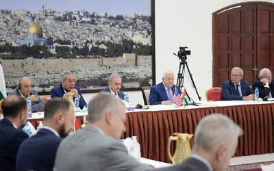 رئيس السلطة الفلسطينية محمود عباس يستضيف وفدا من الكونغرس الأمريكي في مكتبه في رام الله، 8 يوليو، 2021. (WAFA)