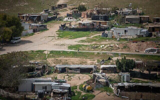 صورة لقرية الخان الأحمر البدوية في الضفة الغربية، 21 مارس، 2021. (Yonatan Sindel / Flash90)