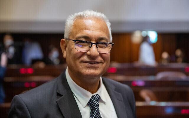 عضو الكنيست عن حزب القائمة العربية الموحدة مازن غنايم في الكنيست، 5 أبريل، 2021. (Olivier Fitousi / Flash90)