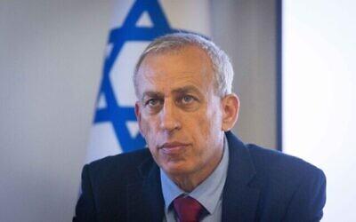 منسق كورونا الوطني آنذاك نحمان آش يحضر مؤتمرا صحفيا في القدس، 23 يونيو، 2021. (Yonatan Sindel/Flash90)
