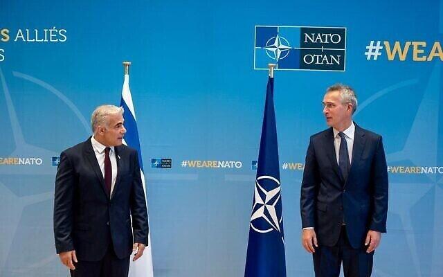 وزير الخارجية يائير لابيد يلتقي مع الأمين العام لحلف الناتو ينس ستولتنبرغ في بروكسل، 12 يوليو، 2021. (NATO)