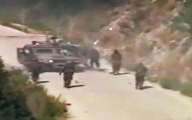لقطات بثتها قناة المنار التابعة لحزب الله في 12 يوليو 2021 تظهر الهجوم على مركبة عسكرية إسرائيلي في 12 يوليو 2006، والذي أشعل فتيل حرب لبنان الثانية. (Screen grab)