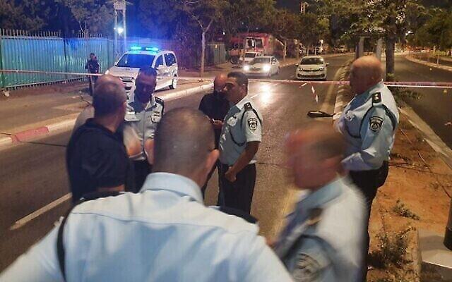 الشرطة في مسرح جريمة القتل تل أبيب، 17 يوليو، 2021. (Israel Police)