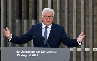الرئيس الألماني فرانك-فالتر شتاينماير يخاطب الضيوف خلال مراسم بمناسبة الذكرى الستين لتشييد جدار برلين، في 13 أغسطس 2021 في برلين. ( John MACDOUGALL / AFP)