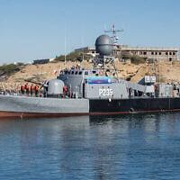 صورة توضيحية نشرها الجيش الإيراني بتاريخ 13 يناير 2021 لسفينة حربية إيرانية في خليج عُمان  Iranian Army via AP