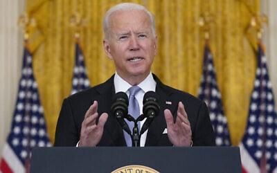 الرئيس الأمريكي جو بايدن يتحدث عن أفغانستان من الغرفة الشرقية للبيت الأبيض، 16 أغسطس 2021، في واشنطن. (AP Photo / Evan Vucci)
