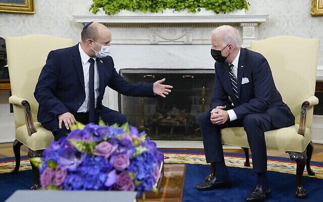 رئيس الوزراء الإسرائيلي نفتالي بينيت يلتقي بالرئيس الأمريكي جو بايدن  Friday, Aug. 27, 2021, in Washington. (AP Photo/Evan Vucci)