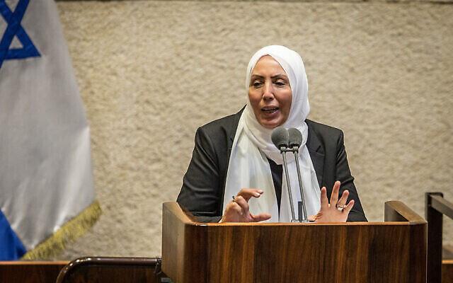 عضو الكنيست آنذاك إيمان الخطيب ياسين تتحدث خلال جلسة في الكنيست، 24 أغسطس، 2020. (Oren Ben Hakoon / POOL)