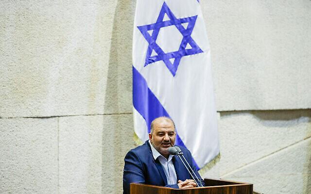 منصور عباس، رئيس حزب القائمة العربية الموحدة، في الكنيست، 12 يوليو، 2021. (Olivier Fitoussi / Flash90