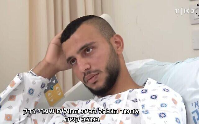 أحمد السلايمة (20 عاما) يصف الحادثة التي  تعرض فيها للهجوم مؤخرا من قبل مجموعة من البلطجية اليهود في القدس. (Screenshot/Kan)