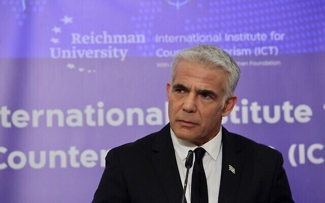 وزير الخارجية يئير لبيد يتحدث في مؤتمر هرتسليا السنوي، 12 سبتمبر 2021 (رونين توبليبرغ)
