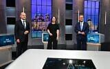 كبار المرشحين للانتخابات العامة الألمانية المقبلة (من اليسار إلى اليمين) أولاف شولتس من الحزب الاشتراكي الديمقراطي (SPD) ؛ أنالينا بربوك من حزب الخضر الألماني؛ وأرمين لاشيت زعيم المسيحيّين الديموقراطيّين المحافظين في صورة خلالة مناظرة تلفزيونية، 19 سبتمبر 2021، في برلين، قبل الانتخابات العامة في ألمانيا المقرر إجراؤها في 26 سبتمبر. (Tobias Schwarz / AFP)