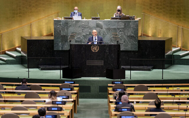 رئيس الوزراء نفتالي بينيت يلقي كلمة أمام الدورة السادسة والسبعين للجمعية العامة للأمم المتحدة، يوم الاثنين، 27 سبتمبر، 2021، في مقر الأمم المتحدة في نيويورك. (AP Photo / John Minchillo، Pool)