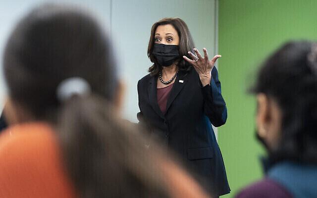 نائبة الرئيس الأمريكي كامالا هاريس تتحدث إلى الطلاب حول حقوق التصويت، في جامعة جورج ميسون في فيرفاكس، فيرجينيا، 28 سبتمبر 2021 (AP Photo / Jacquelyn Martin)