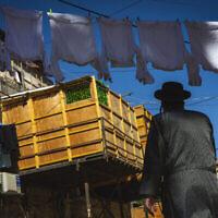سوكا (عريشة) في حي مئة شعاريم الحريدي في القدس، 19 سبتمبر، 2021. (Olivier Fitoussi / Flash90)