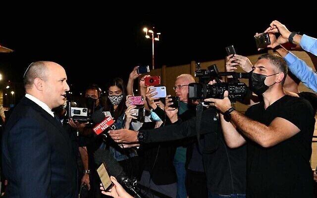 رئيس الوزراء نفتالي بينيت يغادر إلى الولايات المتحدة، 26 سبتمبر، 2021. (Avi Ohayon / GPO)