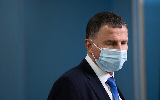 وزير الصحة آنذاك يولي إدلشتاين خلال مؤتمر صحفي في مكتب رئيس الوزراء في القدس، 20 أبريل 2021 (Yonatan Sindel / Flash90)