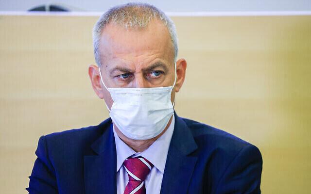 المدير العام لوزير الصحة نحمان آش يحضر مؤتمرا صحفيا في القدس، 29 أغسطس، 2021. (Olivier Fitoussi / Flash90)