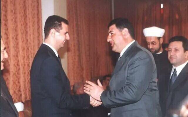 مدحت الصالح مع الرئيس السوري بشار الأسد.(Screenshot/Kan Public Broadcaster)