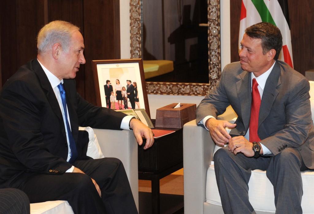 Prime Minister Benjamin Netanyahu (left) meets with Jordanian King Abdullah II in Amman in 2010 (photo credit: Avi Ohayon/GPO/Flash90)