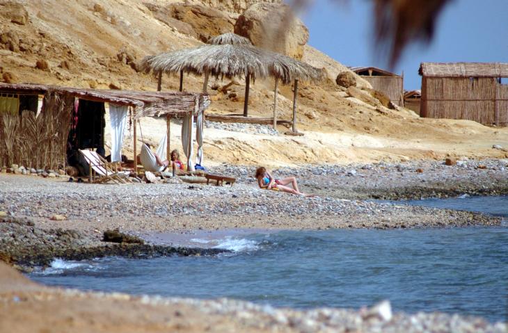 Israelis enjoy the surf and sun at a Sinai beach resort in 2006 (photo credit: Yossi Zamir/Flash90)