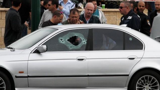 السيارة  التي قتل بها ثائر لالا على يد ملثم في مركز تل ابيب (فلاش 90)