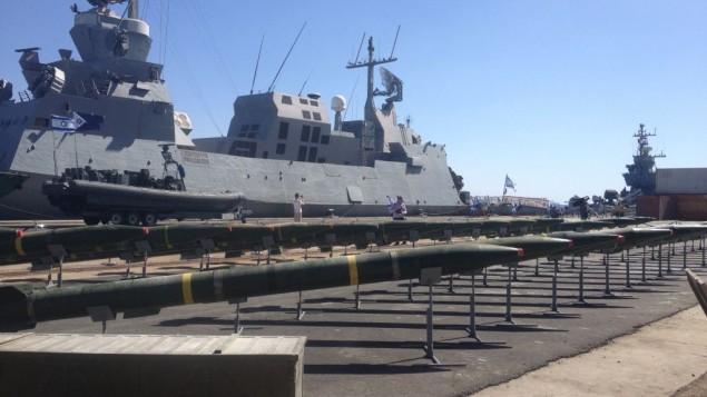 صواريخ m-302 التي عرضت في ايلات (بعدسة ميتش جينسبرغ/ طاقم تايمز أوف اسرائيل )