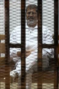 الرئيس المصري السابق محمد مرسي اثناء محاكمته ٨ مايو ٢٠١٤ AFP PHOTO / TAREK EL-GABASS