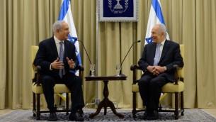رئيس الدولة شمعون بيريز في لقاء مع بنيامين نتنياهو أثناء محاولة الاخير لانشاء تحالف في أعقاب انتخابات 2013 ( Kobi Gideon/Flash90)