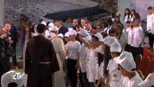 البابا فرنسيس يلتقي أطفال فلسطينيين في بيت لحم  (screen capture: CTV)