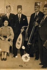 سعاد زكي مع الفرقة الموسيقية في مصر (بعدسة ريني جيرت زاند)