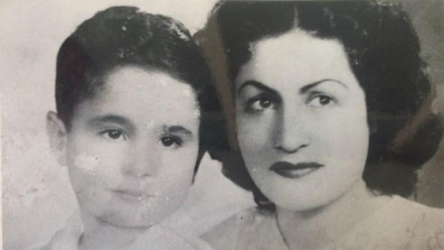 من مطربة ديفا الى ام احادية عاملة صورة لسعاد زكي مع ابنها ابن الخامسة ليلة مغادرتهما مصر (مقدمة من موشي زكي)