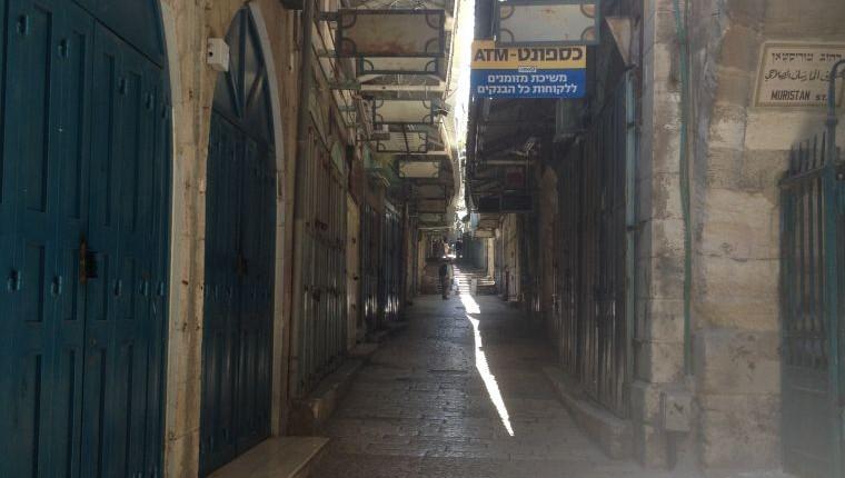 ربع النصارة في البلدة القديمة في القدس مغلق تضامنا مع سكان غزة 21.07.2014 (سارة تاتل سينجر/ طاقم تايمز أوف إسرائيل)